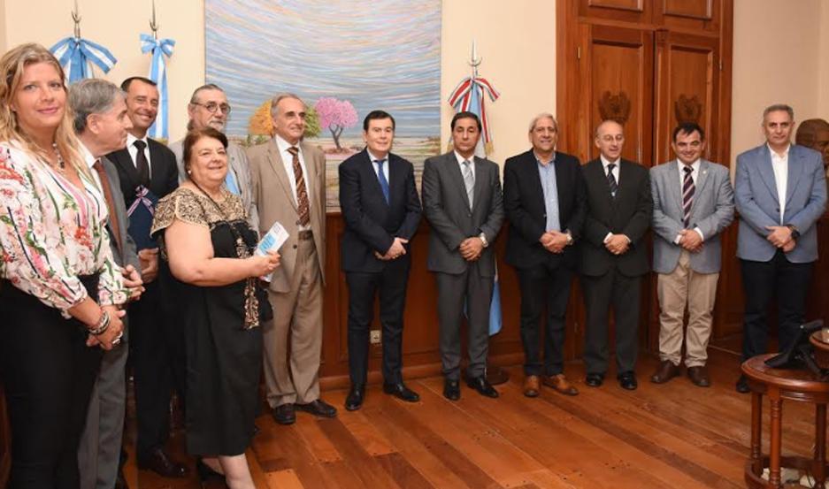 El primer mandatario provincial recibió a los representantes del Instituto Iberoamericano de Derecho Parlamentario.